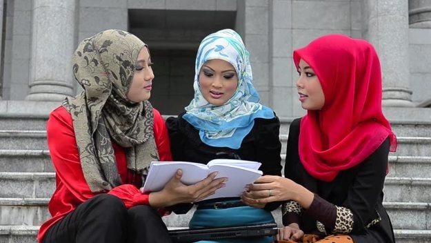 muslim-women-studying