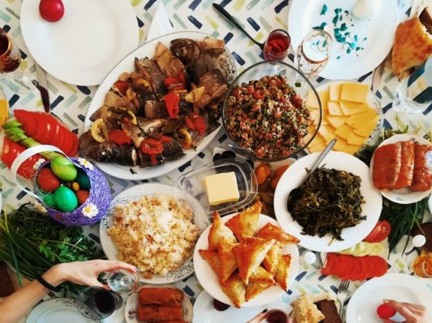 gor-davtyan-share-a-meal-02-768x576